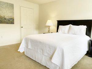Crowne at James Landing Apartments bedroom Jamestown