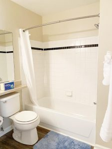 Crowne at James Landing Apartments bathroom Jamestown