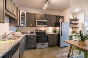 Kitchen-Comet-Greensboro-Apartments